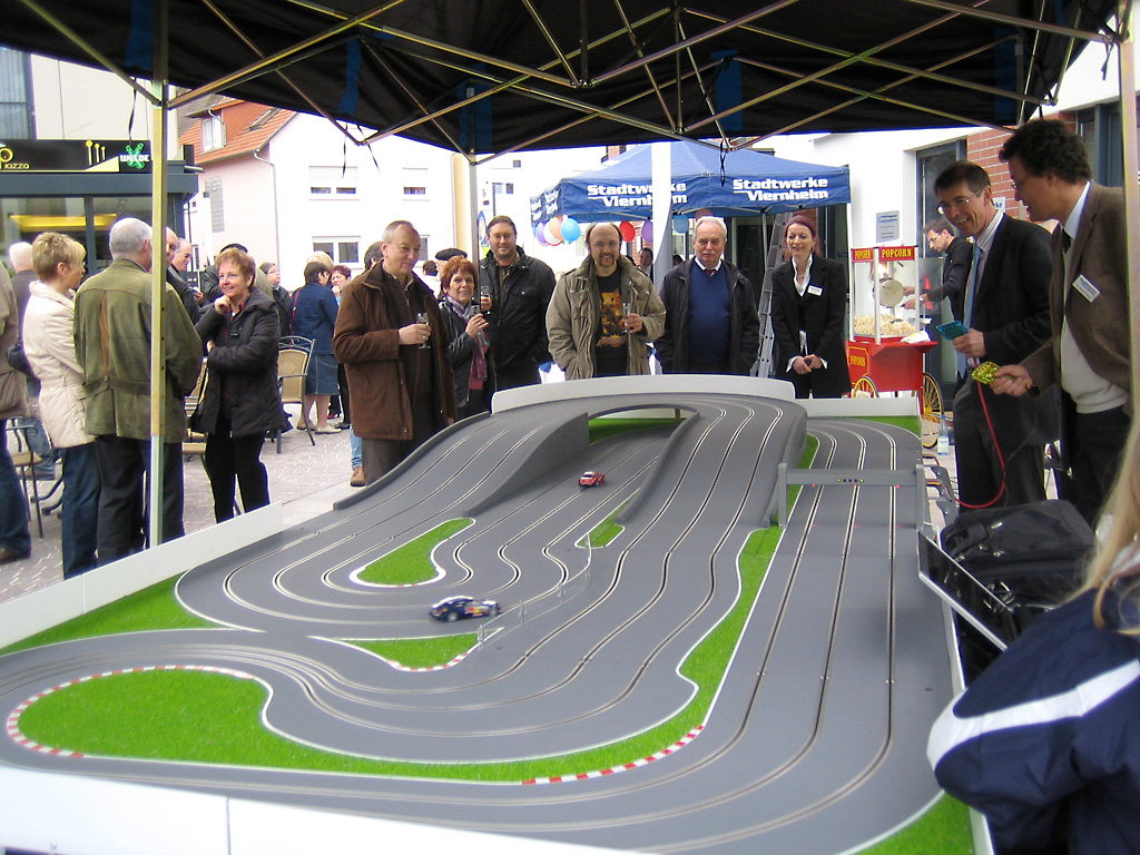 slot-car-race_01.jpg