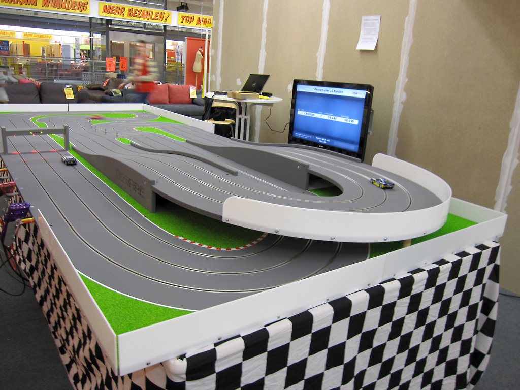 slot-car-race_02.jpg